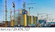 Купить «Строительство новых жилых домов на фоне голубого неба», фото № 29476727, снято 25 мая 2019 г. (c) Сергеев Валерий / Фотобанк Лори