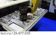 Купить «The robot arm sets the parts for machining in the CNC milling center», видеоролик № 29477039, снято 26 октября 2018 г. (c) Андрей Радченко / Фотобанк Лори
