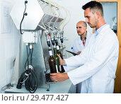 Купить «worker with bottling machinery», фото № 29477427, снято 19 января 2019 г. (c) Яков Филимонов / Фотобанк Лори