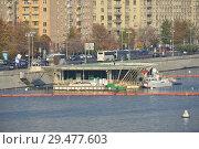 Купить «Вертолётная площадка на Москве-реке. Город Москва», эксклюзивное фото № 29477603, снято 19 октября 2018 г. (c) lana1501 / Фотобанк Лори