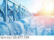 Купить «Winter urban landscape with snow-covered pavement», фото № 29477739, снято 25 ноября 2018 г. (c) Икан Леонид / Фотобанк Лори