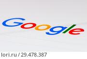 Купить «Лого поисковой системы Google на экране планшета (крупный план)», фото № 29478387, снято 26 ноября 2018 г. (c) Екатерина Овсянникова / Фотобанк Лори