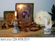 Домашняя молитва перед образами. Стоковое фото, фотограф Короленко Елена / Фотобанк Лори