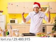 Купить «Young chef husband working in kitchen at Christmas eve», фото № 29480915, снято 26 июля 2018 г. (c) Elnur / Фотобанк Лори