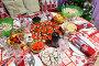 Купить «Бутерброды с красной икрой в центре праздничного новогоднего стола», фото № 29485199, снято 31 декабря 2017 г. (c) Кекяляйнен Андрей / Фотобанк Лори