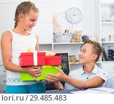 Купить «Girl is congratulation friend with his birthday», фото № 29485483, снято 7 августа 2017 г. (c) Яков Филимонов / Фотобанк Лори