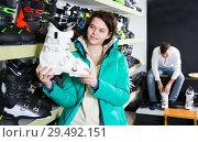 Купить «girl looking for ski boots», фото № 29492151, снято 6 февраля 2018 г. (c) Яков Филимонов / Фотобанк Лори