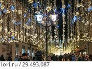 Купить «Москва. Новогодняя иллюминация на Никольской улице», фото № 29493087, снято 9 января 2018 г. (c) Алёшина Оксана / Фотобанк Лори