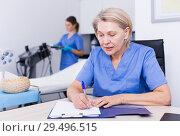 Купить «Cosmetician working with papers», фото № 29496515, снято 16 марта 2018 г. (c) Яков Филимонов / Фотобанк Лори