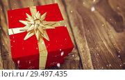 Купить «Falling snow with Christmas gift», видеоролик № 29497435, снято 31 марта 2020 г. (c) Wavebreak Media / Фотобанк Лори