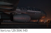 Купить «Towing plane of Aeroflot in SkyTeam livery in Sheremetyevo Airport at night», видеоролик № 29504143, снято 11 ноября 2017 г. (c) Данил Руденко / Фотобанк Лори