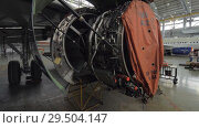 Купить «Disassembled jet engine in repair hangar», видеоролик № 29504147, снято 22 марта 2018 г. (c) Данил Руденко / Фотобанк Лори