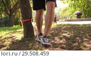 Купить «close-up of man's legs walking on the slackline 4K slow mo footage», видеоролик № 29508459, снято 27 ноября 2018 г. (c) Uladzimir Sitkouski / Фотобанк Лори