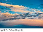 Купить «Красивые облака на синем небе. Закат», фото № 29508543, снято 5 августа 2018 г. (c) Екатерина Овсянникова / Фотобанк Лори