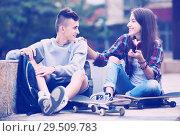 Купить «Phubbing: teenager ignore his friend», фото № 29509783, снято 25 марта 2019 г. (c) Яков Филимонов / Фотобанк Лори