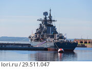 "Купить «Destroyer ""Restless"" at the pier with Kronstadt. Exhibit of the military-historical complex of the Western military district, St. Petersburg, Russia», фото № 29511047, снято 25 мая 2018 г. (c) Наталья Волкова / Фотобанк Лори"