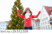 Купить «happy woman over christmas tree in tallinn», фото № 29512039, снято 7 января 2017 г. (c) Syda Productions / Фотобанк Лори