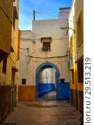 Купить «Волшебные улицы Марокко. Улочка в старом городе Сале в солнечный весенний день», фото № 29513219, снято 14 января 2014 г. (c) oleg savichev / Фотобанк Лори