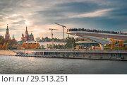 Купить «Парк Зарядье со стороны Москва-реки. Съемка 2018 года.», фото № 29513251, снято 26 февраля 2020 г. (c) Дмитрий Данилкин / Фотобанк Лори