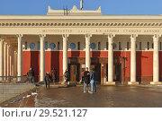 Купить «Dinamo, Moscow Metro station on Zamoskvoretskaya Line. It is located under Leningradsky Avenue, and named after nearby Dinamo Stadium. Entrance», фото № 29521127, снято 29 ноября 2018 г. (c) Валерия Попова / Фотобанк Лори