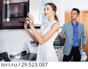 Купить «Couple choosing microwave in household appliance section», фото № 29523087, снято 15 июня 2017 г. (c) Яков Филимонов / Фотобанк Лори