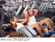 man and woman doing abs exercise in gym ] Стоковое фото, фотограф Яков Филимонов / Фотобанк Лори