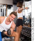 Купить «young athlete training biceps muscles», фото № 29523235, снято 4 октября 2016 г. (c) Яков Филимонов / Фотобанк Лори