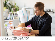 Купить «fashion designer with sewing machine working», фото № 29524151, снято 28 июня 2017 г. (c) Syda Productions / Фотобанк Лори