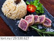 Купить «Tuna tataki with rice», фото № 29530627, снято 23 июля 2019 г. (c) Яков Филимонов / Фотобанк Лори