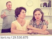 Купить «Young woman talking to mature parents», фото № 29530875, снято 19 января 2019 г. (c) Яков Филимонов / Фотобанк Лори