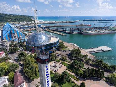 Вид на морской порт в городе Туапсе со стороны диспетчерской башни. Побережье Черного моря