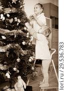 Купить «Two little girls decorating Christmas tree», фото № 29536783, снято 7 июня 2020 г. (c) Яков Филимонов / Фотобанк Лори