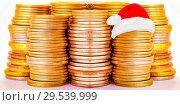 Купить «Столбики монет . Концепция новогодних скидок и распродаж .», фото № 29539999, снято 24 декабря 2018 г. (c) Сергеев Валерий / Фотобанк Лори