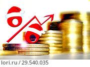 Купить «Красный знак процента на фоне денег», фото № 29540035, снято 27 марта 2020 г. (c) Сергеев Валерий / Фотобанк Лори