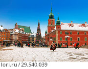 Купить «Warsaw, tourists to the castle square at Christmas, Poland», фото № 29540039, снято 27 декабря 2014 г. (c) Наталья Волкова / Фотобанк Лори