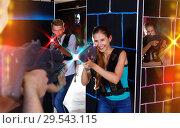 Купить «Two emotional players standing opposite each other with laser pi», фото № 29543115, снято 27 августа 2018 г. (c) Яков Филимонов / Фотобанк Лори