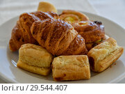 Raisin Buns and croissants on a plate. Стоковое фото, фотограф Володина Ольга / Фотобанк Лори