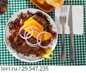 Купить «Juicy beefsteak with cheeseon carrot chips», фото № 29547235, снято 22 апреля 2019 г. (c) Яков Филимонов / Фотобанк Лори