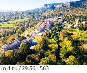 Aerial view of houses and nature of Catalan village Vilanova de Sau (2018 год). Стоковое фото, фотограф Яков Филимонов / Фотобанк Лори