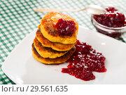 Купить «Stack of sweet fried quark pancakes with with tasty berry jam», фото № 29561635, снято 14 декабря 2018 г. (c) Яков Филимонов / Фотобанк Лори