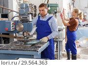 Купить «Craftsman working on glass drilling machine», фото № 29564363, снято 10 сентября 2018 г. (c) Яков Филимонов / Фотобанк Лори