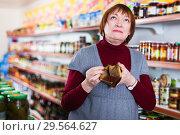 upset customer with wallet without money. Стоковое фото, фотограф Яков Филимонов / Фотобанк Лори