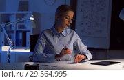 Купить «businesswoman with smart watch at night office», видеоролик № 29564995, снято 10 декабря 2018 г. (c) Syda Productions / Фотобанк Лори
