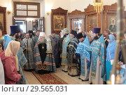 Купить «Духовенство встречает митрополита Ювеналия», эксклюзивное фото № 29565031, снято 21 сентября 2018 г. (c) Дмитрий Неумоин / Фотобанк Лори