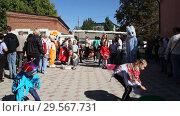 Купить «Primorsko-Akhtarsk, Russia- September 29, 2018: Children run and play in the school yard», видеоролик № 29567731, снято 29 сентября 2018 г. (c) Олег Хархан / Фотобанк Лори