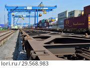 Купить «Germany, North Rhine-Westphalia - inland port in Duisburg», фото № 29568983, снято 7 марта 2018 г. (c) Caro Photoagency / Фотобанк Лори