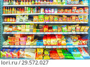 Купить «Russia, Samara, November 2018: a variety of packaged products on the shelf in the supermarket. Text in Russian: ginger, noodles, Korean dressing, black pepper, marinade, crackers, batter, set for sushi, rice, snack Sensei», фото № 29572027, снято 30 ноября 2018 г. (c) Акиньшин Владимир / Фотобанк Лори