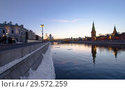 Купить «View of the Moskva River and the Kremlin (at night), Moscow, Russia--the most popular view of Moscow», фото № 29572259, снято 24 марта 2018 г. (c) Владимир Журавлев / Фотобанк Лори