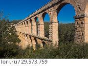 Купить «Roman aqueduct in city of Taragona in summer», фото № 29573759, снято 31 января 2018 г. (c) Татьяна Яцевич / Фотобанк Лори