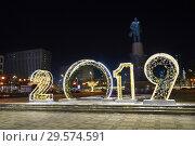 Купить «Новогодняя Москва. Объёмные светящиеся цифры 2019 на Калужской площади», эксклюзивное фото № 29574591, снято 16 декабря 2018 г. (c) Dmitry29 / Фотобанк Лори